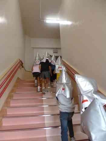 避難の様子(階段).jpg