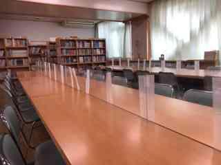 図書室飛沫防止アクリル板.JPG